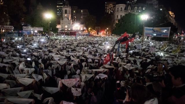 marcha-2x1-en-Plaza-de-Mayo-contra-la-libertad-de-los-represores-1920-9